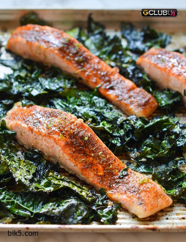 ปลาแซลมอนกับถั่วชิกพีและผักคะน้า